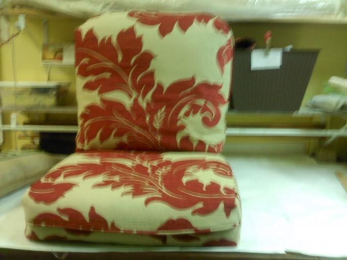 damask_cushion.jpg