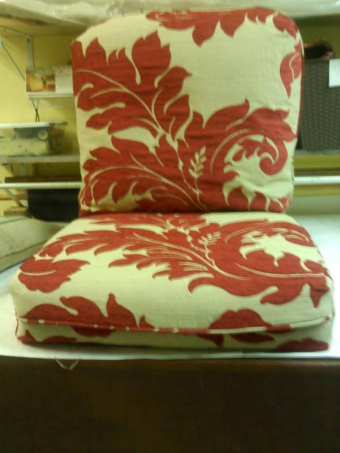 damask_cushion2.jpg