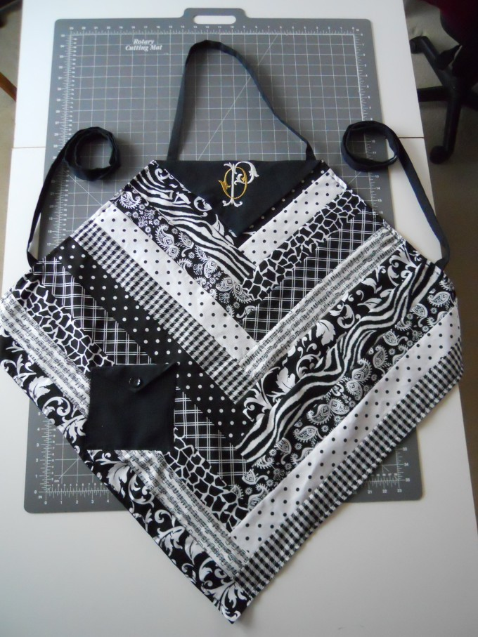 Black & White apron